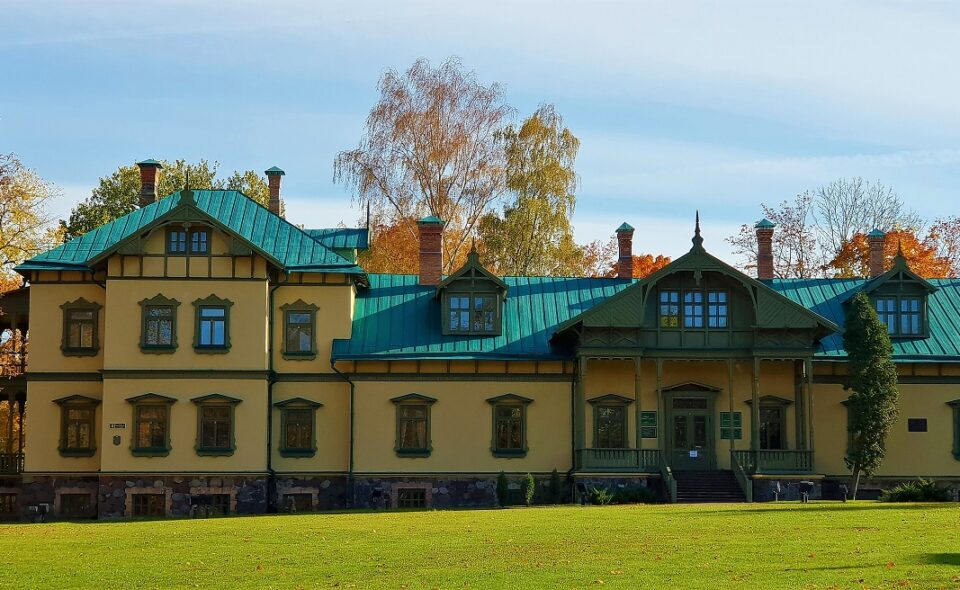 Solidarni z Białorusią. Dziedzictwo architektoniczne Białorusi – Dwory…