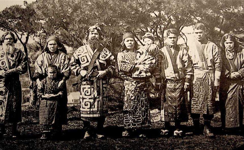 """Bronisław Piłsudski – etnograf, """"król""""Ajnów, brat swojego brata"""